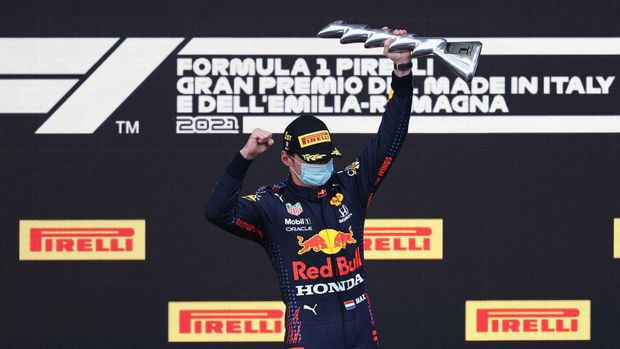 IMOLA, ITALY - APRIL 18: Race winner Max Verstappen of Netherlands and Red Bull Racing celebrates on the podium during the F1 Grand Prix of Emilia Romagna at Autodromo Enzo e Dino Ferrari on April 18, 2021 in Imola, Italy. (Photo by Lars Baron/Getty Images)