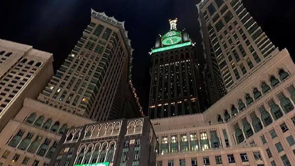 Royal Clock Tower memiliki empat muka dengan 83x67 meter di bagian depan dan belakang dan 77x47 meter pada bagian samping. (iStock)