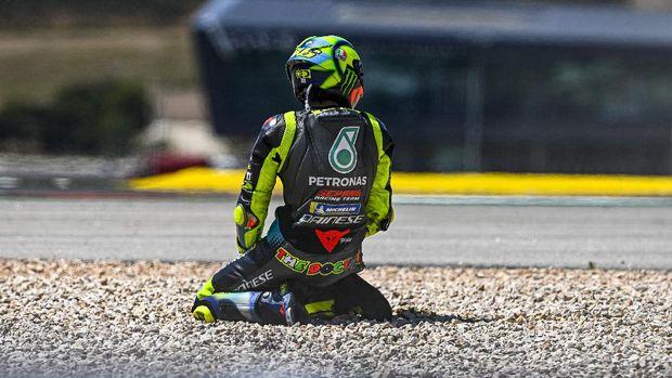 Valentino Rossi terjatuh di MotoGP Portugal 2021.