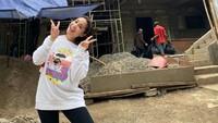 Nagita Slavina Pakai Bando Rp 11 Juta, Netizen: Pakai Motor di Kepala