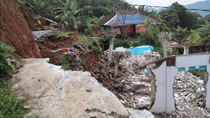 Pergerakan tanah di Sukabumi