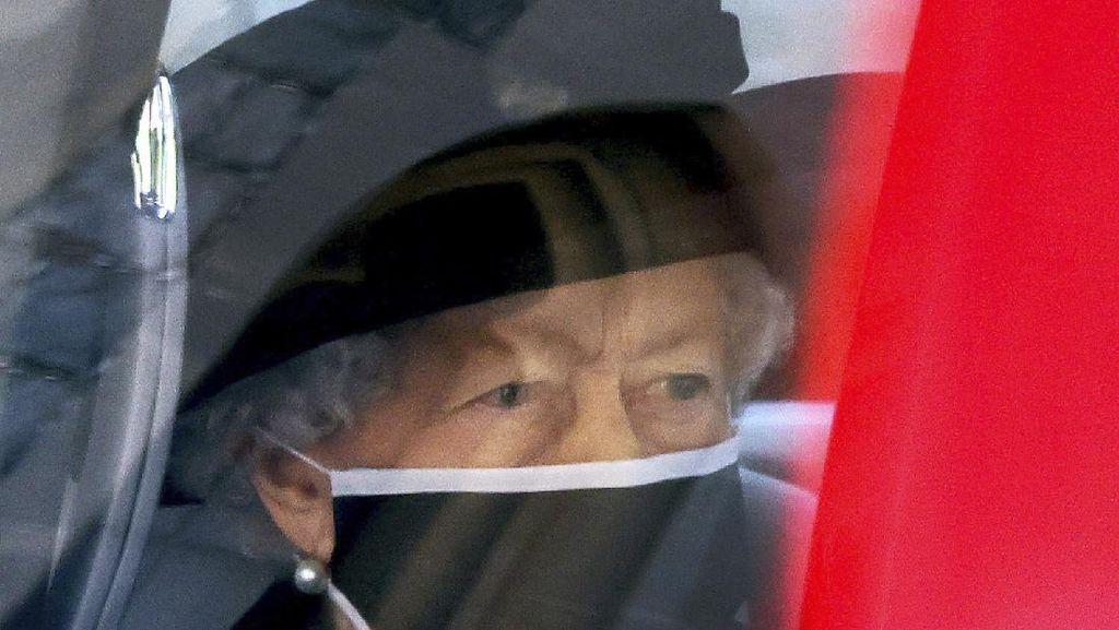 8 Foto Ratu Elizabeth di Pemakaman Suaminya, Pakai Bros Penuh Makna