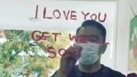 Kang Emil Tulis I Love You Pakai Lipstik Mahal Bu Cinta, Dimarahin Nggak Ya?
