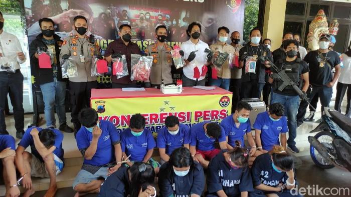 Rilis kasus komplotan pencurian emas di Mapolrestabes Semarang, Senin (`9/4/2021)