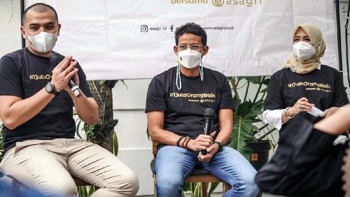 Menparekraf Sandiaga Uno dalam peluncuran program #1JutaOrangBaik di Nur Corner, Minggu, (18/4). Sandiaga mendukung gerakan bersedekah di bulan Ramadhan ini.