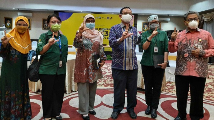 Tim peneliti vaksin merah putih, rektor unair, Direktur Pendidikan Profesi dan Penelitian RSU dr Soetomo Surabaya dan Direktur Utama RS Unair