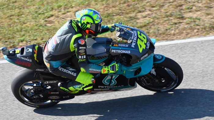 PORTIMAO, PORTUGAL - APRIL 17: Valentino Rossi of Italy and Petronas Yamaha SRT heads down a straight during the MotoGP of Portugal - Qualifying at Autodromo Internacional Do Algarve on April 17, 2021 in Portimao, Portugal. (Photo by Mirco Lazzari gp/Getty Images)