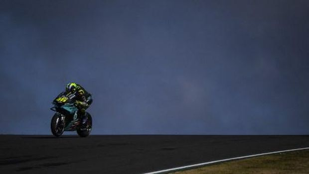 Petronas Yamaha SRT's Italian rider Valentino Rossi waits for the start of the MotoGP race of the Portuguese Grand Prix at the Algarve International Circuit in Portimao on April 18, 2021. (Photo by PATRICIA DE MELO MOREIRA / AFP)