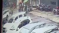 Rekaman CCTV Pengeroyokan Anggota Brimob dan Kopassus di Jaksel