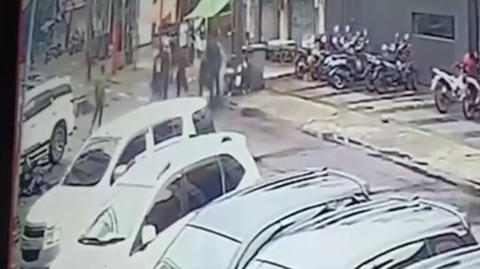 Viral Rekaman CCTV Pengeroyokan Anggota Brimob dan Kopassus di Jaksel