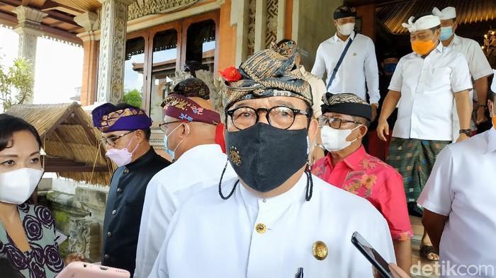 Wakil Gubernur Bali Tjokorda Oka Artha Ardhana Sukawati (Cok Ace) di DPRD Bali