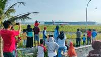 Wisata Murah Meriah ala Warga, Nonton Pesawat di Bandara YIA