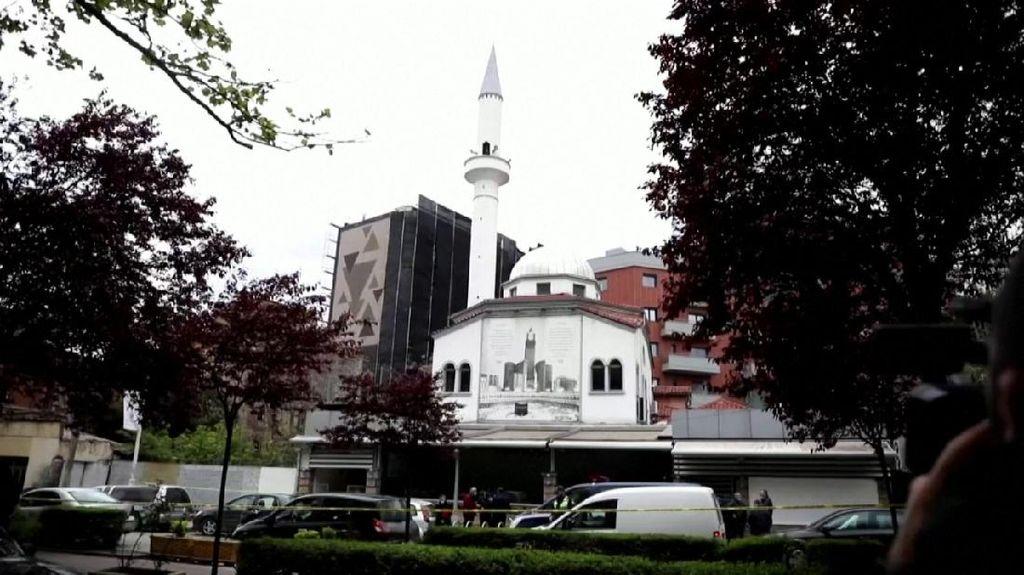 5 Orang Ditikam dalam Serangan di Masjid Albania