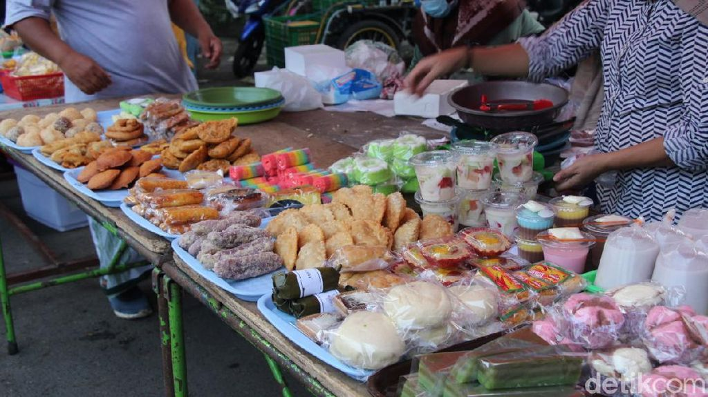 5 Takjil Enak yang Wajib Dibeli di Pasar Takjil Taman Sulfat Malang