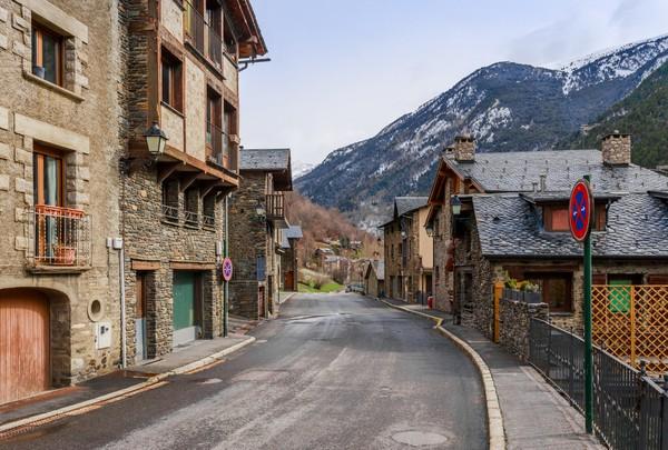 Andorra dikenal sebagai negeri kedamaian. Sebagai negara tertua ke-14 di dunia, Andorra tak pernah dijajah selama ratusan tahun.(Getty Images/iStockphoto)