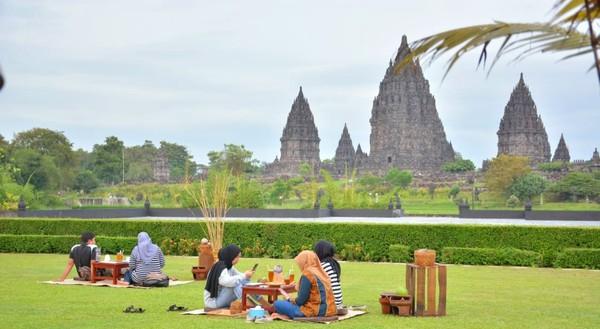 Candi Prambanan yang berlokasi di Sleman, Yogyakarta ini diakui UNESCO sebagai warisan dunia pada 1991. Candi Prambanan menampilkan kemegahan budaya zaman klasik Indonesia juga sebagai kompleks keagamaan luar biasa di abad ke-10. (dok. PT TWC)