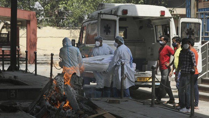 A COVID-19 victim is cremated in Vasai, outskirts of Mumbai, India, Thursday, April 15, 2021. India reported more than 200,000 new coronavirus cases Thursday, skyrocketing past 14 million overall as an intensifying outbreak puts a grim weight on its fragile health care system.