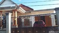 Potret Kampung Miliarder Tuban Kini: Pagar Tinggi, Garasi, dan Mobil-mobil yang Tertutup