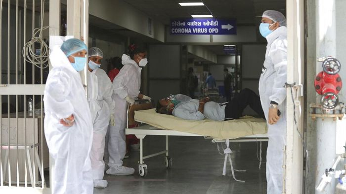 India kembali dihantam gelombang COVID-19. Kini India harus menghadapi gelombang kedua yang ekstrem dengan jumlah kasus harian menembus angka 200 ribu.
