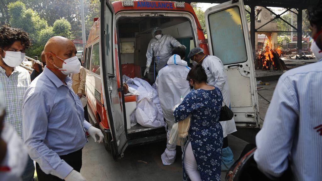 Rekor! India Catat 400.000 Kasus Corona Sehari, Gempa M 6,8 Guncang Jepang