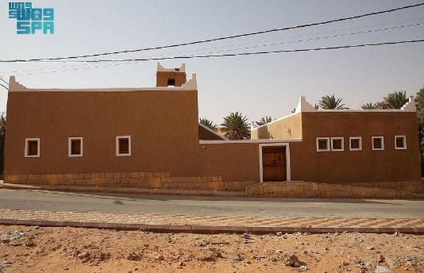Masjid menerima jamaah semenjak Senin lalu. Masjid Al Mansaf yang telah berusia 150 tahun ini mengalami renovasi secara menyeluruh.