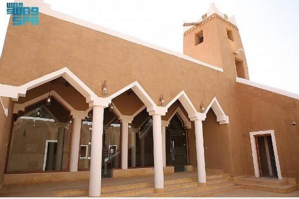 Masjid Al Mansaf di Kegubernuran Al-Zulfi, yang berada di 260 km timur laut Riyadh baru saja selesai direnovasi. Masjid ini merupakan salah satu warisan tertua di kawasan tersebut.