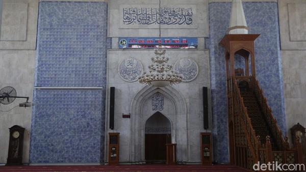Masjid Al Azhar Jakapermai merupakan salah satu masjid di wilayah Bekasi Barat yang dikelola Yayasan Waqaf Al Muhajirien Jakapermai.