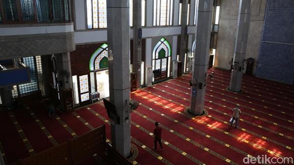 Masjid ini menjadi salah satu ikon kota Bekasi.