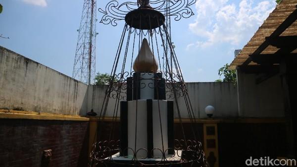 Di Monumen Ari-ari Kartini terdapat sebuah tugu yang pertanda ada ari-ari atau plasenta Kartini. Tugu tersebut ditandai dengan tulisan Tempat RA Kartini dilahirkan 21 April 1879. Tugu monumen ari-ari tersebut dibangun pada bulan November 1951.