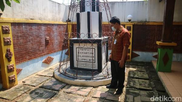 Monumen ari-ari kartini menjadi berlokasi di Desa Pelemkerep, Kecamayan Mayong, Jepara. Dahulu, di sekitar tugu lah rumah kartini berada. (Dian Utoro Aji/detikTravel)