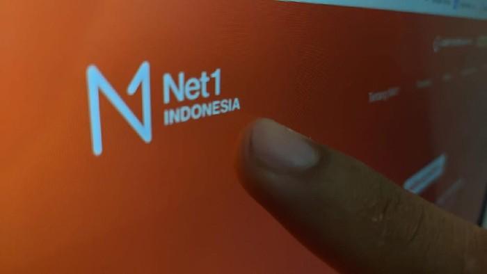 Net1 Indonesia merek dagang PT Sampoerna Telekomunikasi Indonesia yang menggelar layanan 4G di pita frekuensi 450 MHz.