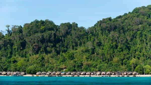 Pemerintah Thailand memerintahkan Suku Moken untuk pindah ke tanah yang solid. Mereka direlokasi ke sebuah desa darurat di dalam Taman Nasional Ko Surin.