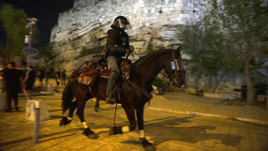 Polisi Israel Patroli Bubarkan Kerumunan Warga Palestina