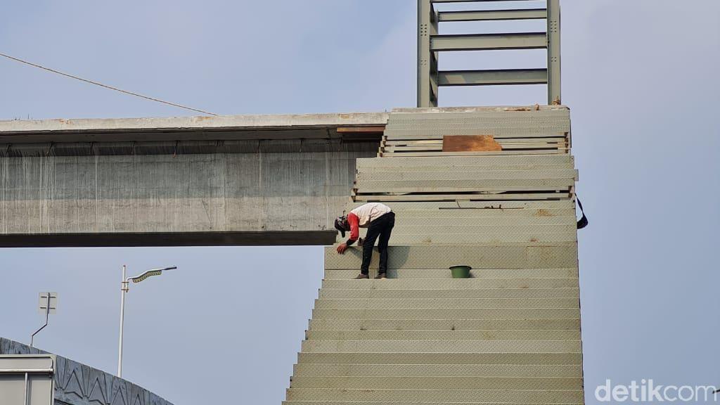 Ditarget Selesai Mei, Begini Kondisi Pembangunan JPO Tapal Kuda LA