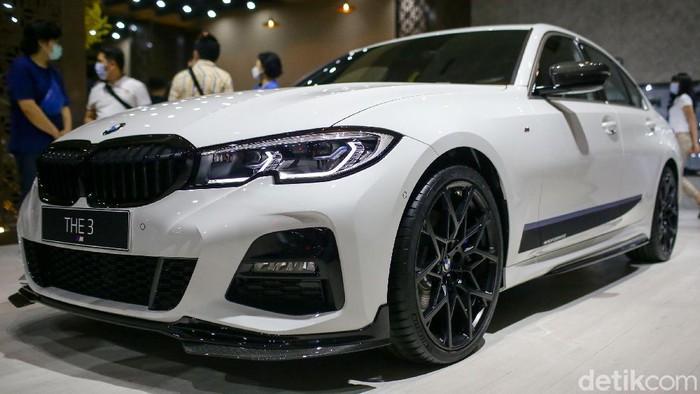 Ajang IIMS Hybrid 2021 dimanfaatkan BMW Group Indonesia untuk menyuguhkan pengalaman tanpa batas lewat BMW Pavilion.