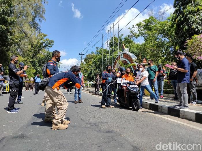 Rekonstruksi pembunuhan dua wanita muda di Kulon Progo, Selasa (20/4/2021).