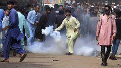 PM Pakistan Minta Setop Demo Anti-Prancis, 5 Orang Ditusuk di Masjid Albania