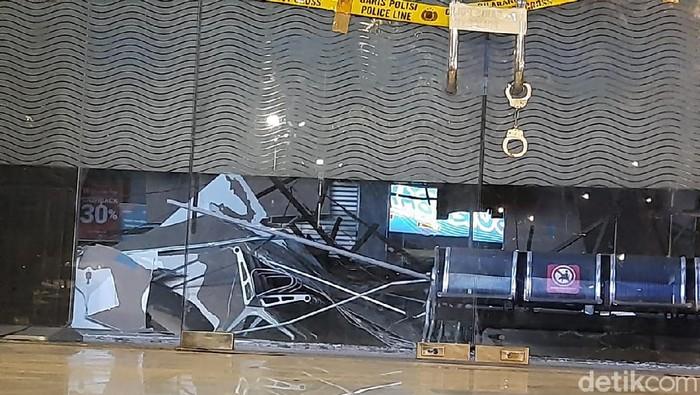 Plafon Stasiun Pasarturi runtuh