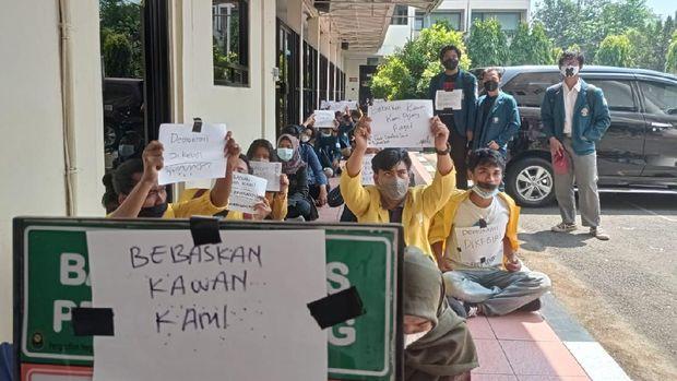 Suasana sidang demo ricuh omnibus law di PN Semarang, Selasa (20/4/2021).