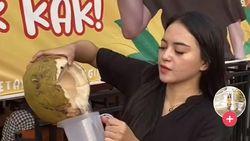 Penjual Es Kelapa Cantik Viral Bikin Salfok, Ini Kisah Lengkapnya