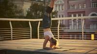 Ingin Bisa Sujud Freestyle dengan Aman? Catat Ini Saran Guru Yoga