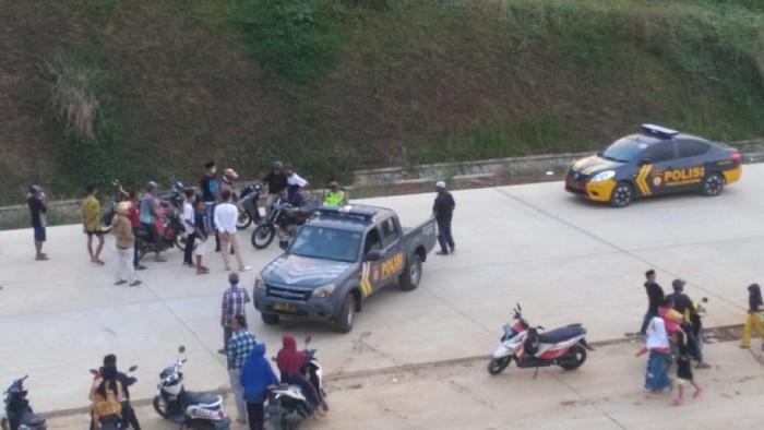 Aksi balap liar di Sukabumi dibubarkan polisi.