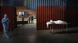 India kini tengah menghadapi gelombang kedua kasus COVID-19. Banyak krematorium yang harus mengkremasi 60 mayat setiap harinya.