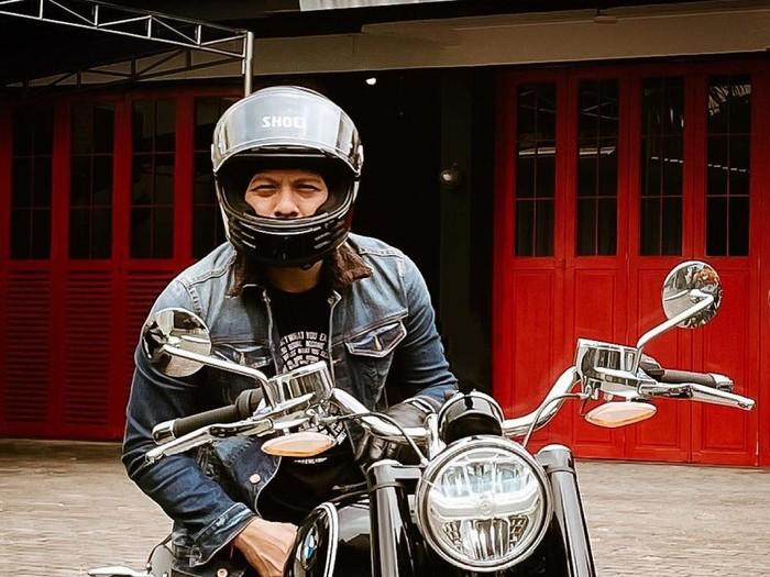 Ariel Noah dengan motornya