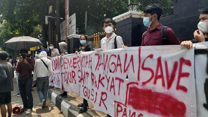 Forum Pancoran Bersatu demo di depan PN Jaksel, Rabu (21/4/2021).