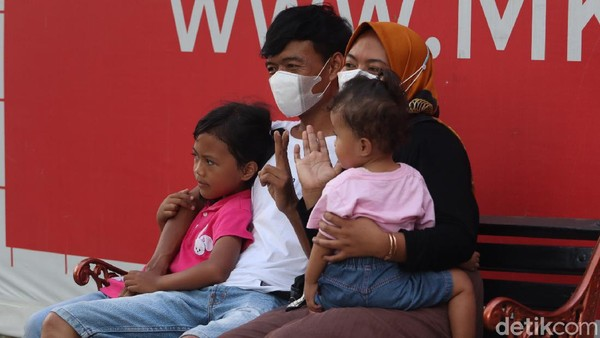 Traveler pun bisa berfoto bareng keluarga. Jangan lupa pakai masker, hand sanitizer dan tetap menjaga jarak ya traveler. (Wisma Putra/detikTravel)