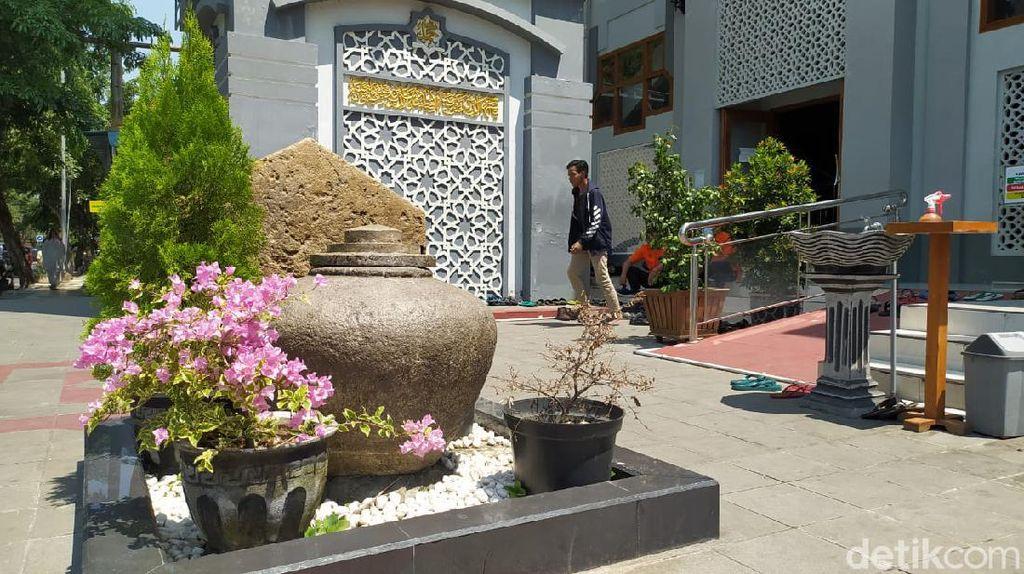 Gentong dan Batu Pasujudan di Masjid Agung Lamongan Jadi Cagar Budaya