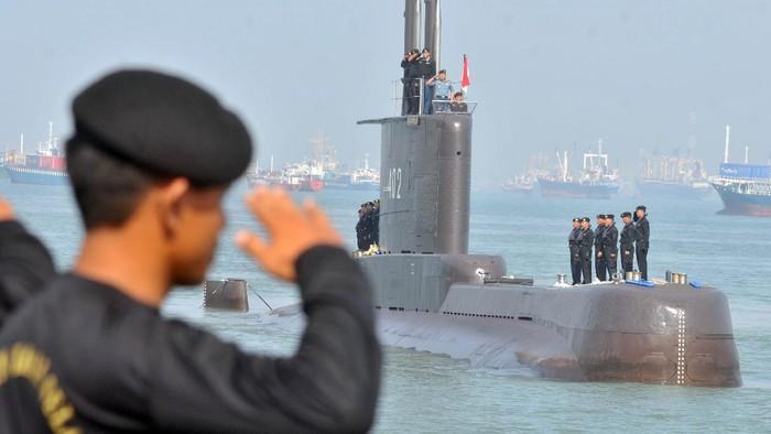 Kapal selam RI dikabarkan hilang kontak di perairan utara Bali. Kapal selam yang hilang itu adalah kapal selam TNI AL KRI Nanggala-402. Seperti apa potretnya?