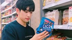 Momen Jinyoung GOT7 Dapat Kiriman Coffee Truck dan Jajan Camilan
