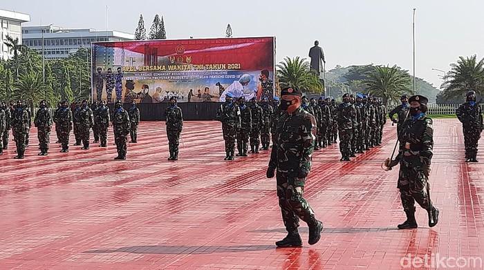 Kasum TNI pimpin apel peringatan hari Kartini di Mabes TNI, Cilangkap, Jaktim.